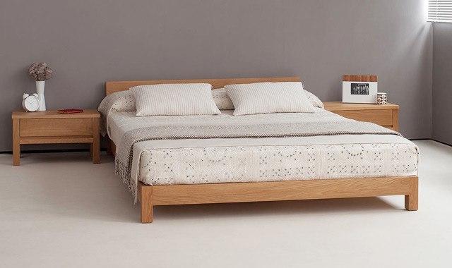 Lesena postelja